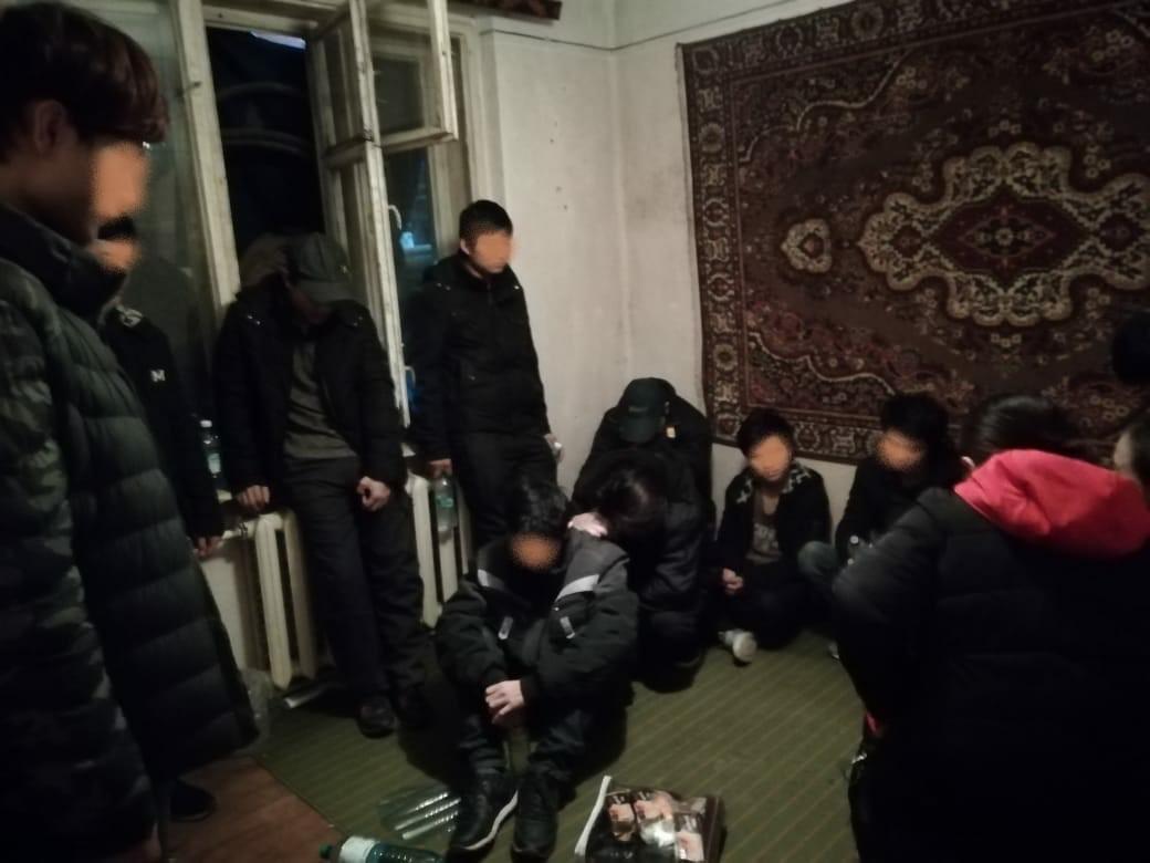 На Закарпатті затримали 13 нелегалів: ховались у будинку місцевого мешканця