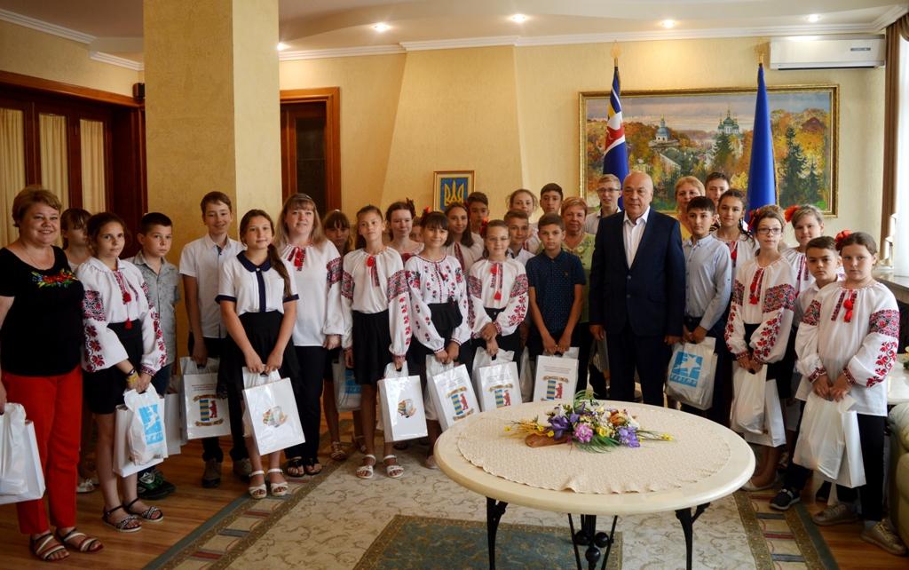 Діти, які приїхали на відпочинок із Придністров'я у Закарпаття, відвідали Ужгород