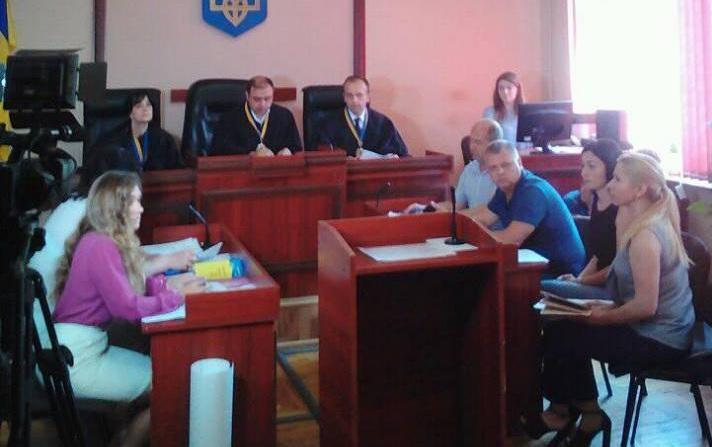 Вбивство хлопця на Мукачівщині: мати вимагає судити всіх підозрюваних, а не лише одного