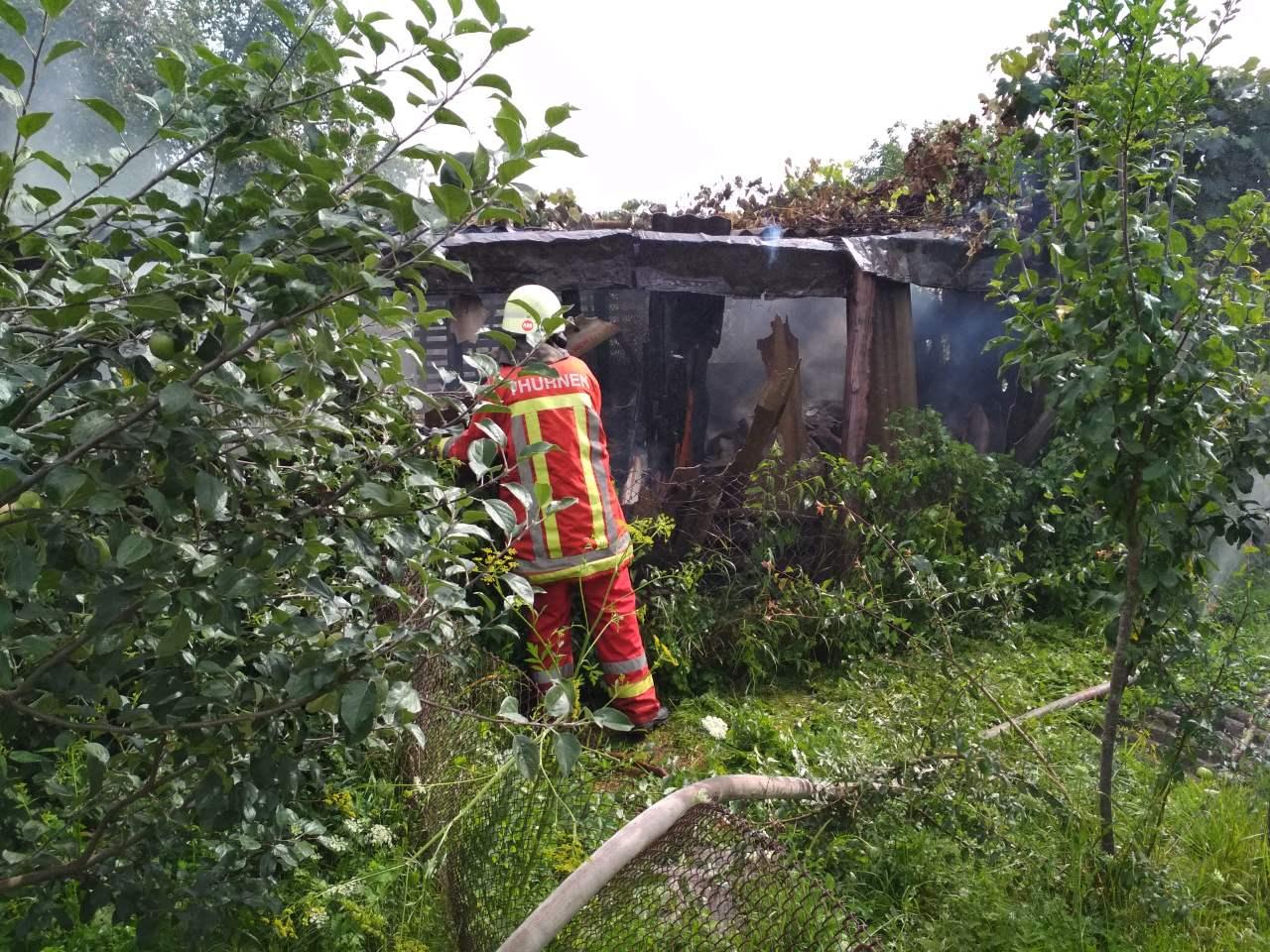 Пожежа на Ужгородщині: вогонь ледь не дістався житлового будинку
