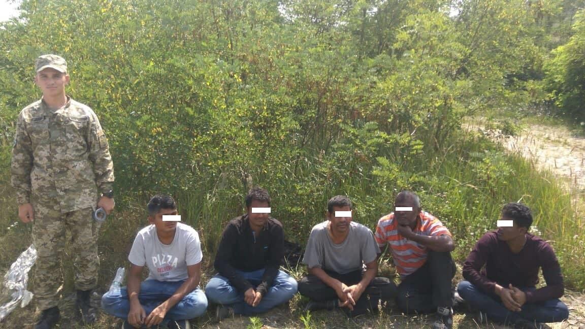 На Ужгородщині затримано шістьох нелегалів та їх провідника