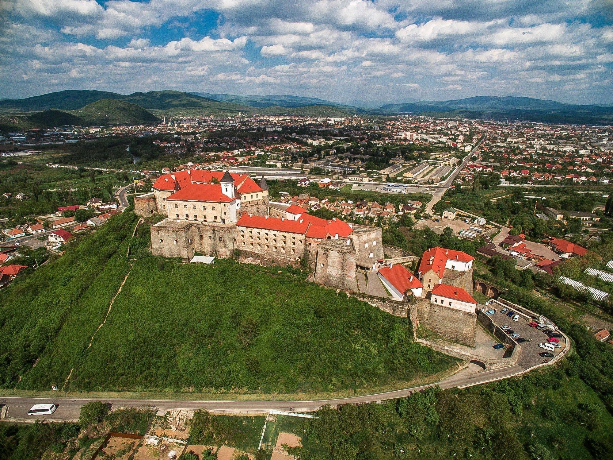 """У Мукачеві назвали кількість туристів, які відвідали замок """"Паланок""""   PMG.ua – новини Мукачева та Закарпаття"""