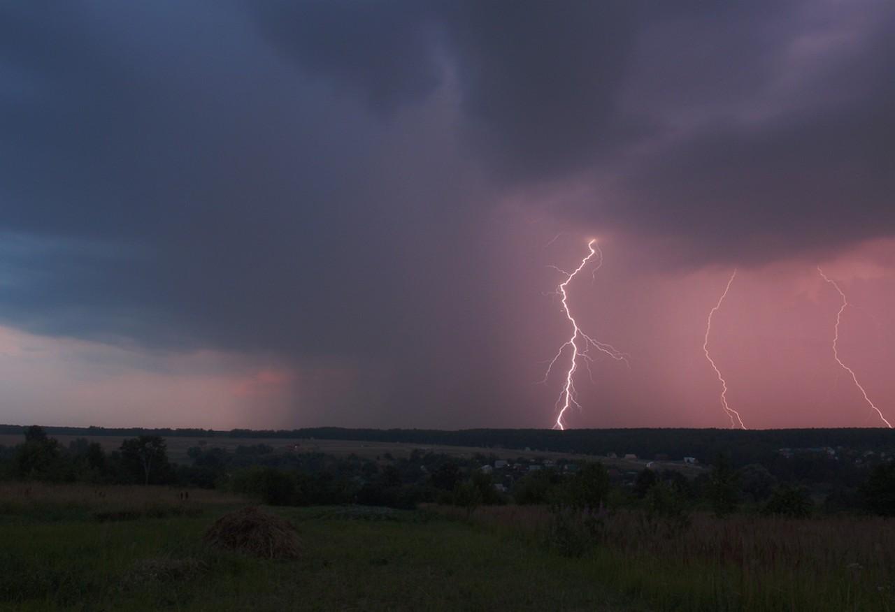 Закарпатський обласний центр з гідрометеорології попереджає про грози