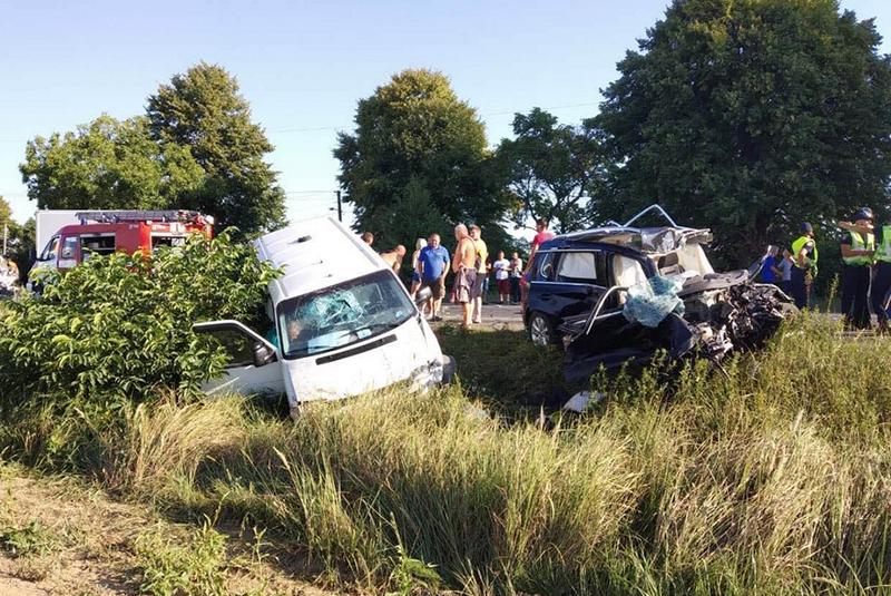 """На трасі """"Київ-Чоп"""" сталася жахлива ДТП: машини розтрощені"""