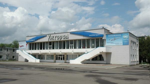 """Міністр інфраструктури заявив, коли має бути введений в експлуатацію аеропорт """"Ужгород"""""""