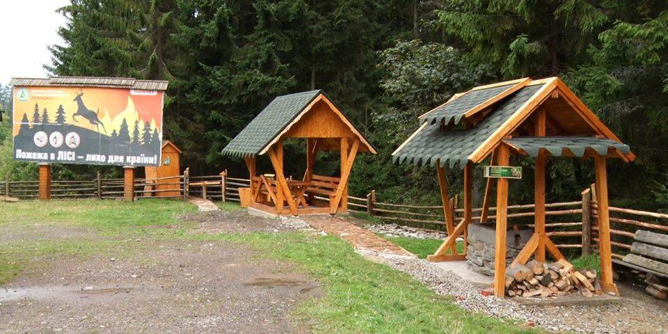Лісівники облаштували нову зону відпочинку і просять людей не ламати бесідки та не смітити
