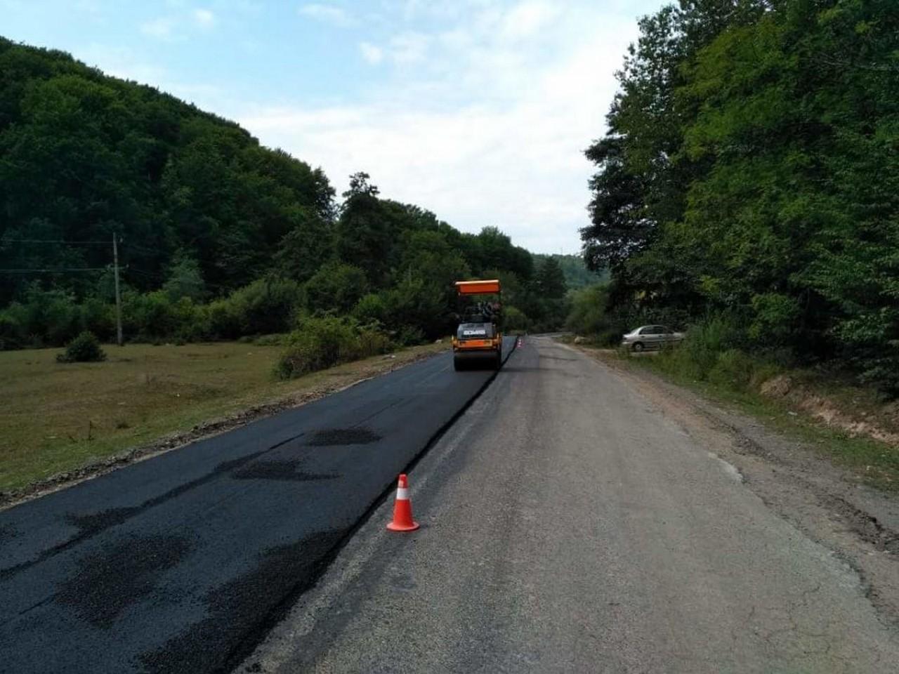 Триває ремонт дороги «Перечин – Свалява»