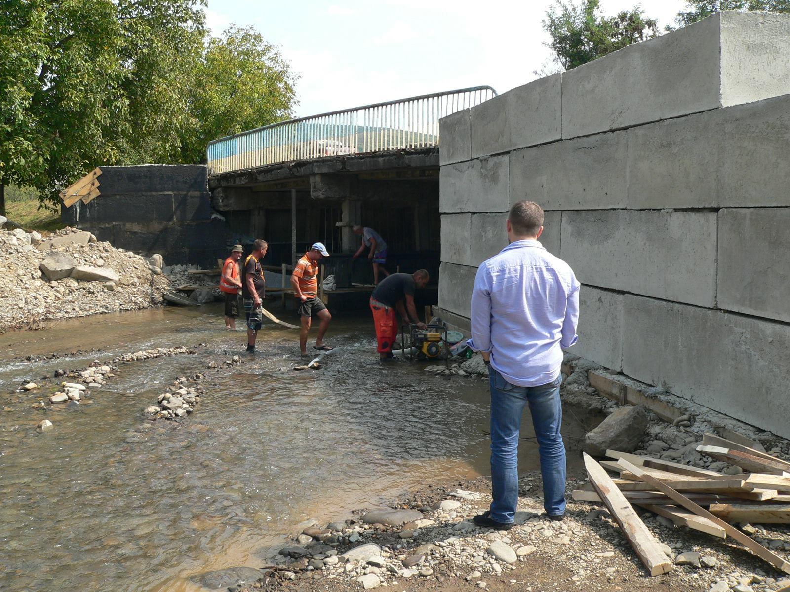 У Мукачівському районі відновлюють два мости