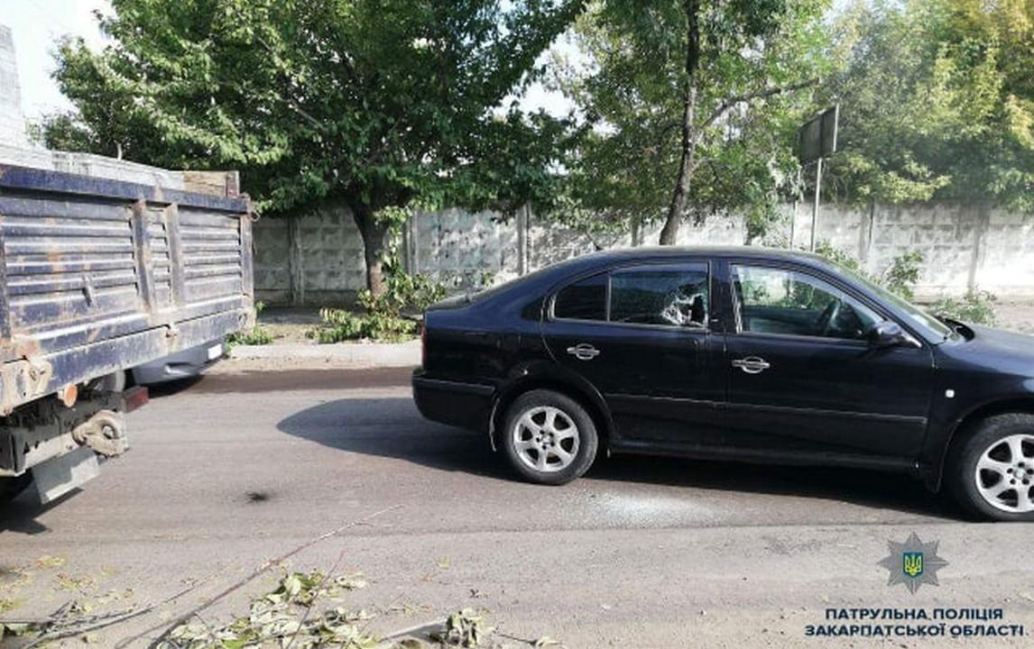 В Ужгороді сталася аварія на перехресті вулиць Заньковецької і Грушевського