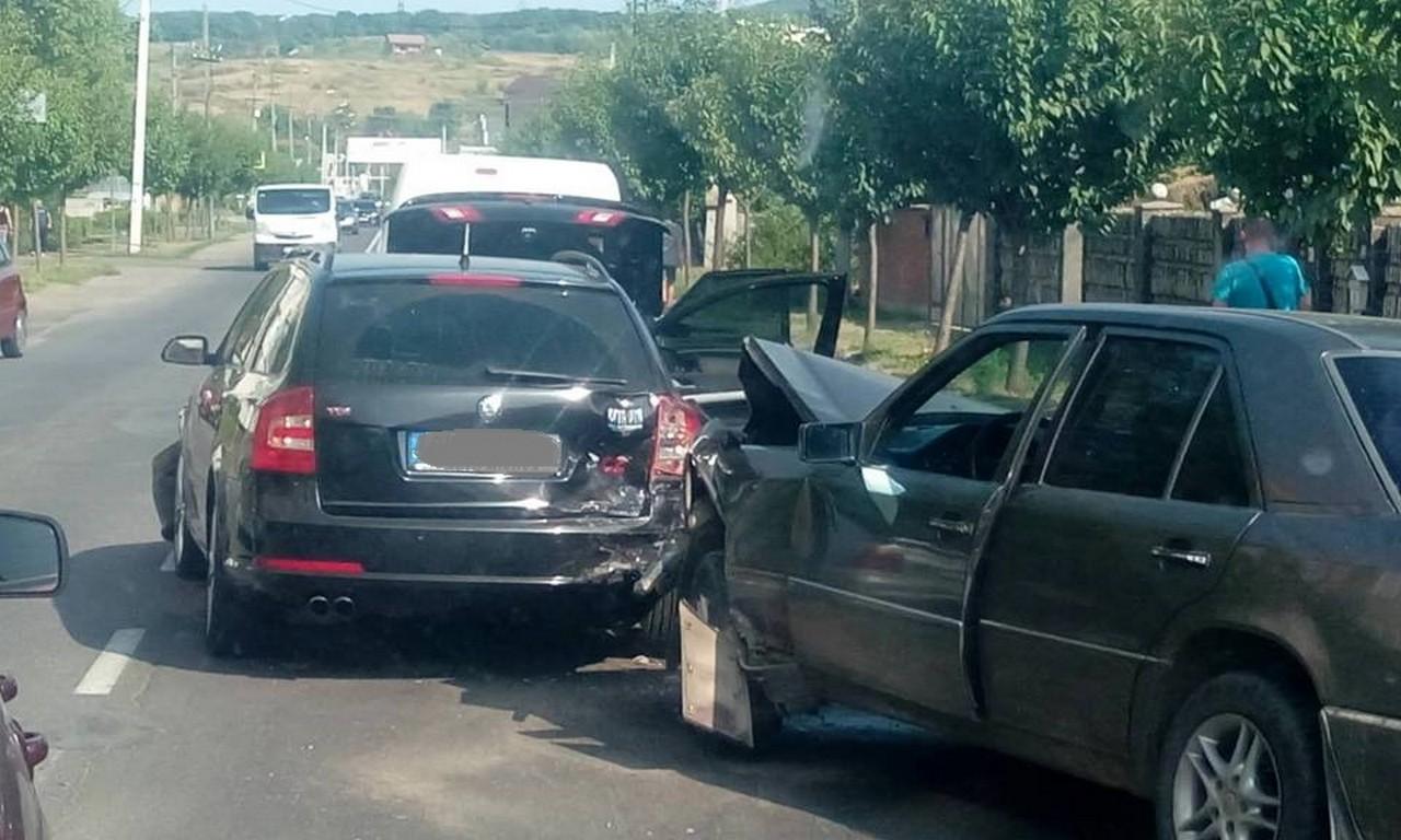 У Мукачеві зіткнулись чотири автомобілі: поліція назвала винуватця ДТП
