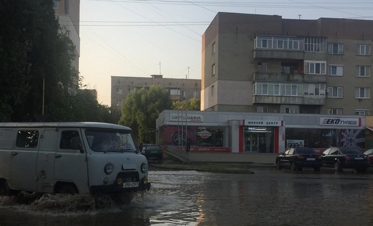 Зранку затопило одну з вулиць Ужгорода