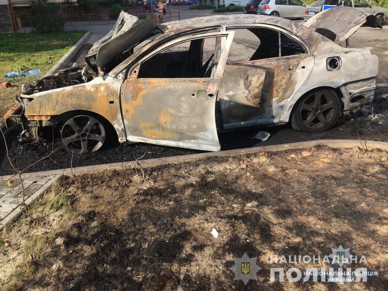 В Ужгороді згоріла машина. Підозрюють підпал