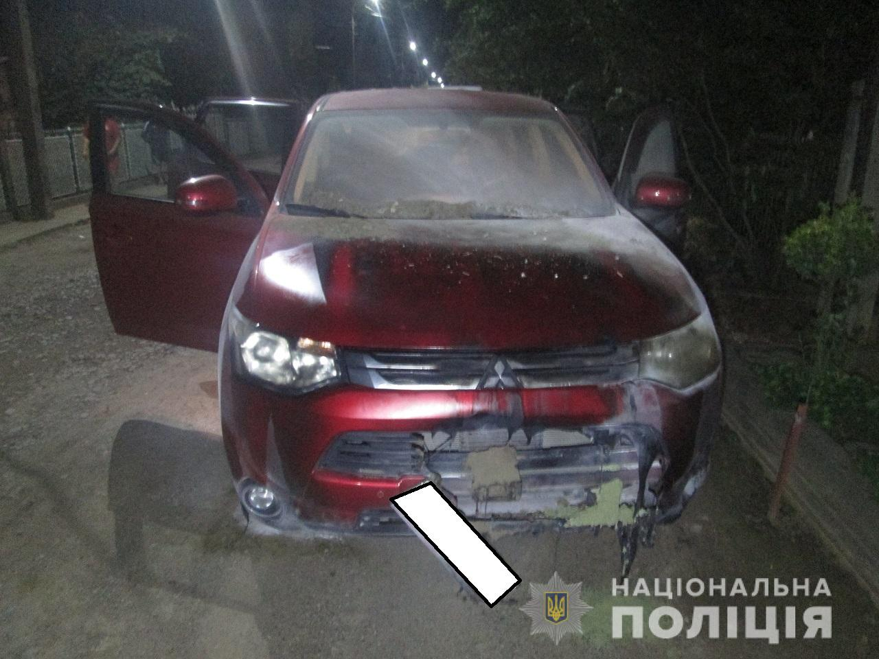 Чоловіку підпалили авто просто біля домівки