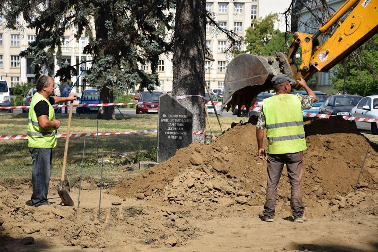 В Ужгороді почалися роботи зі встановлення пам'ятника жертвам голодомору
