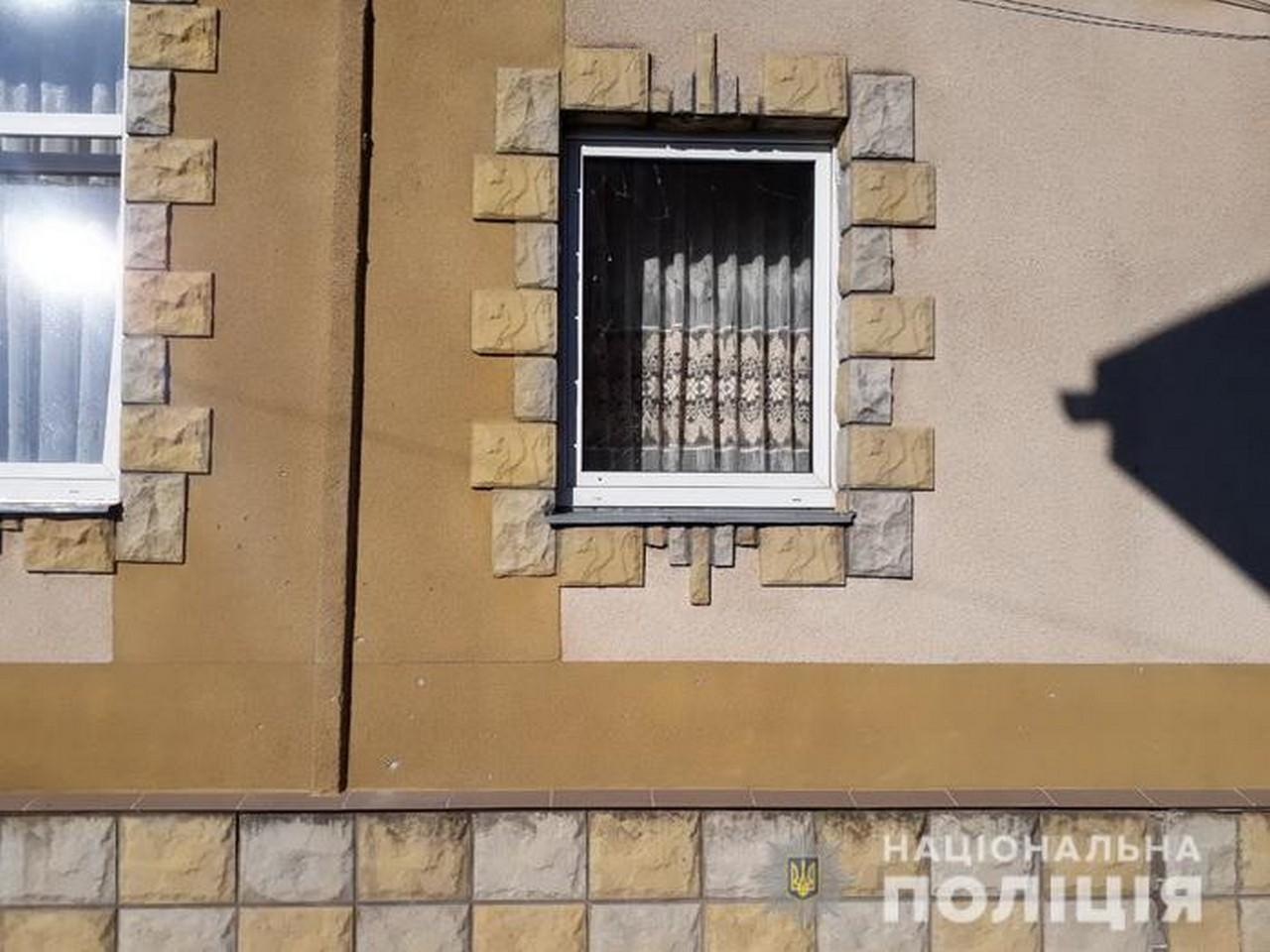 Кинули вибухівку: з'явилися фото з місця події
