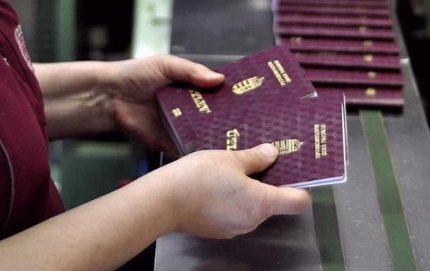На Закарпатті таємно роздають угорські паспорти: реакція влади краю
