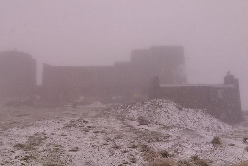 На горі Піп Іван випав сніг