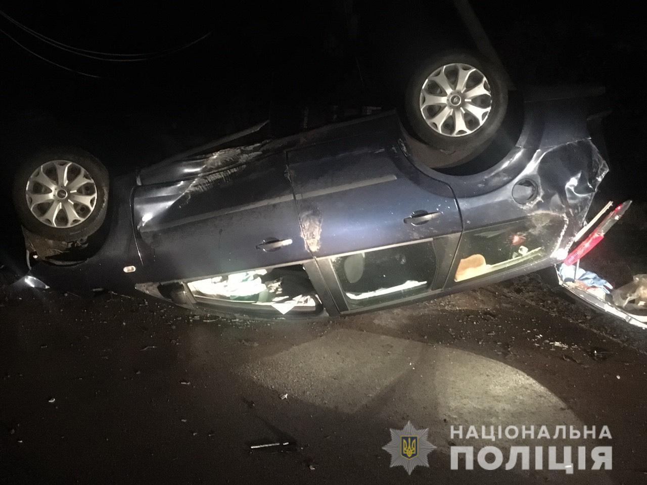 На Мукачівщині сталася ДТП: авто перекинулося на дах