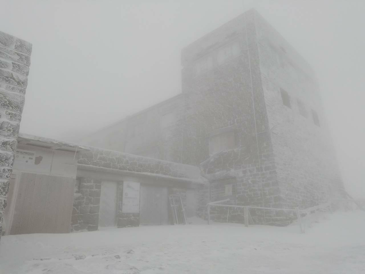 У горах Закарпаття падає сніг