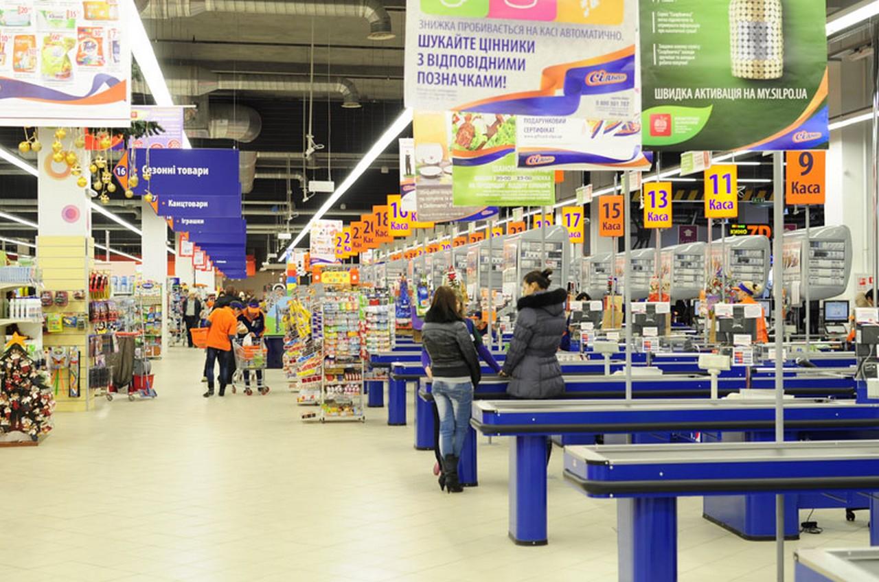 """В Ужгороді у супермаркеті """"Сільпо"""" ввечері шукали вибухівку"""