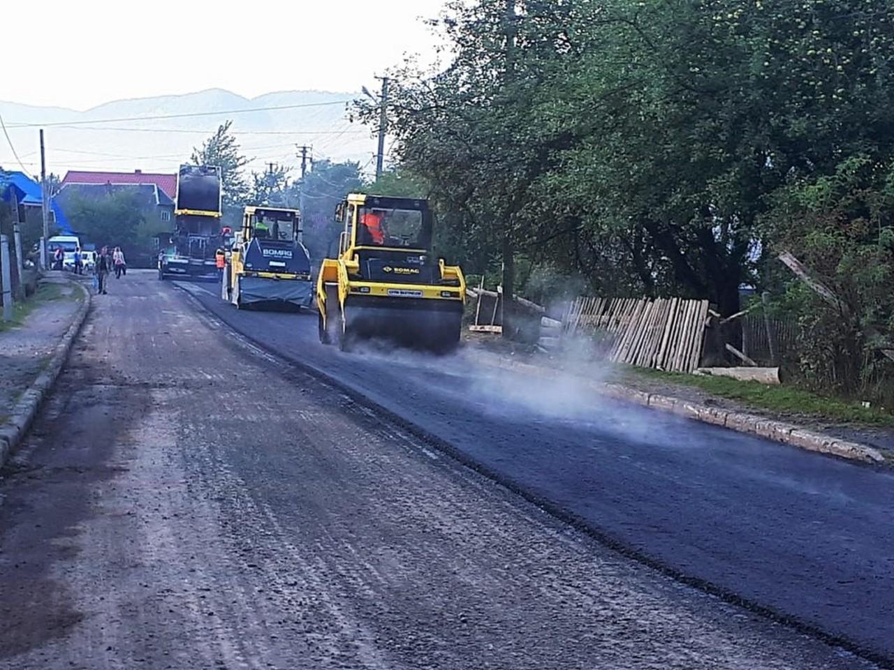 У Міжгірському районі триває капітальний ремонт дороги, яка з'єднує три райони: Тячівський, Хустський, Міжгірський