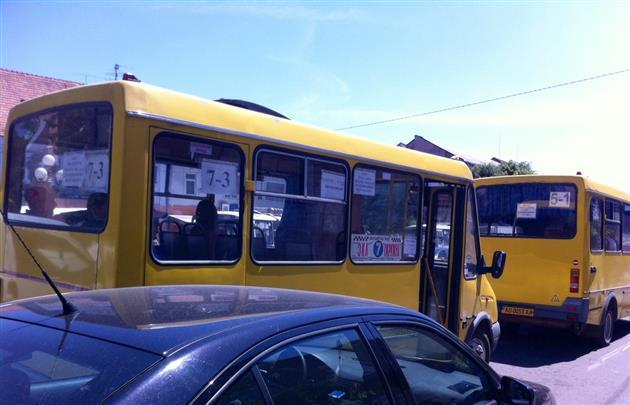 У Мукачеві два автобусні маршрутки не перевозять містян