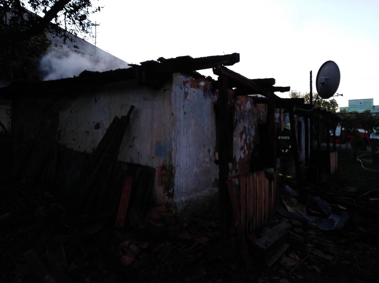 Під час пожежі у селі Пацканьово, що на Ужгородщині, ледь не згорів місцевий житель