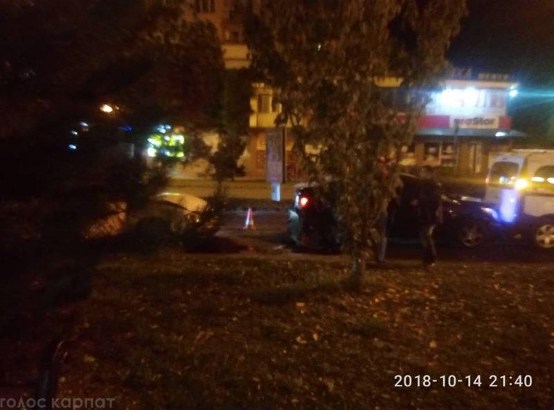 В Ужгороді зіткнулись три автомобілі. Водій втік з місця аварії