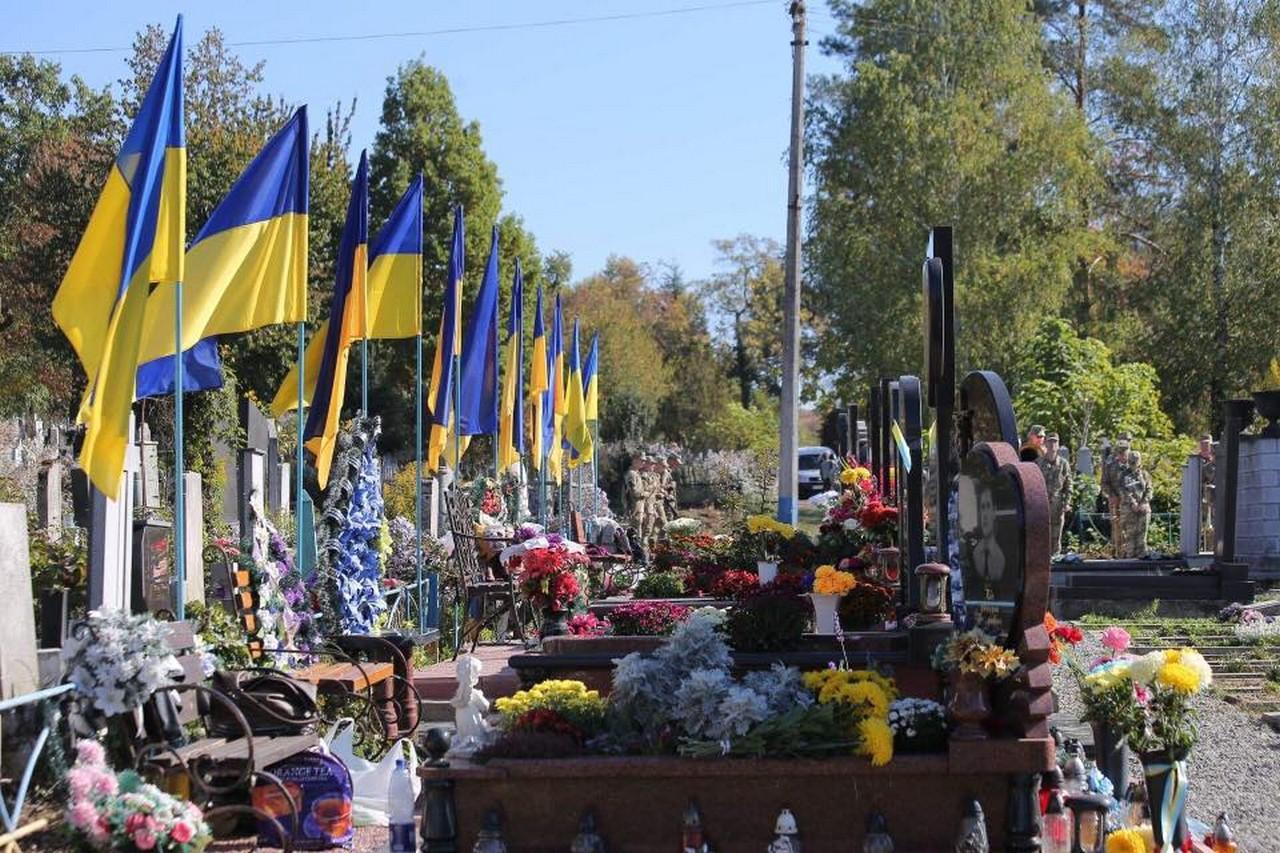 На Алеї Слави Мукачівського центрального кладовища, з нагоди Дня захисника України, відбувся мітинг-реквієм