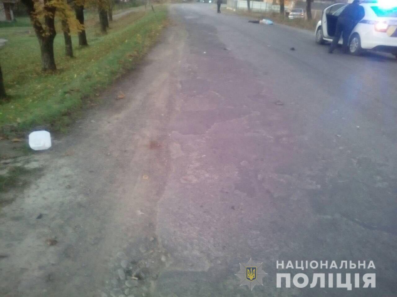 У селі Нересниця Тячівського району, неподалік місцевої АЗС, сталася смертельна ДТП. 22-річний житель села Вільхівці наїхав на 40-річного односельця