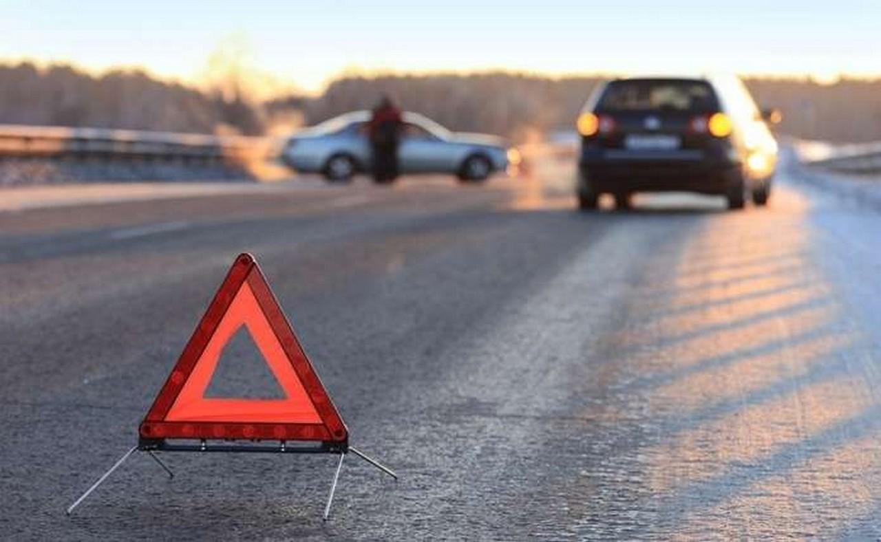 """На трасі """"Київ-Чоп"""" у межах села Ракошино, що на Мукачівщині, сталася аварія. Зіткнулися два легковики."""