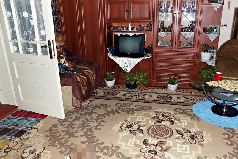 Житель Міжгір'я, що на Закарпатті, повернувся із заробітків і застав вдома свою жінку з сусідом. На грунті ревнощів 44-річний заробітчанин убив 56-річного місцевого мешканця
