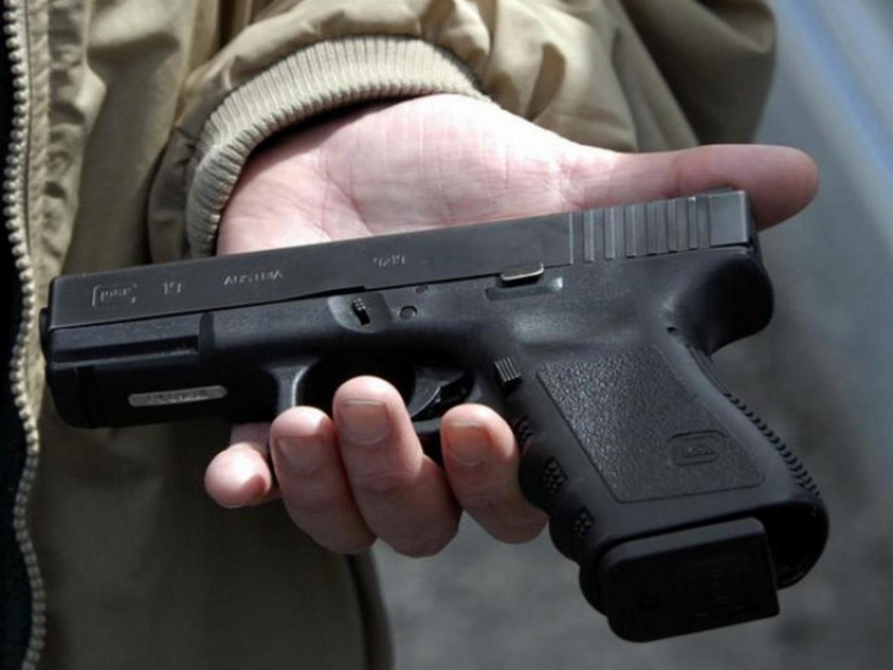 На Закарпатті триває місячник добровільної здачі зброї. За два тижні місцеві принесли у поліцію понад 150 одиниць зброї