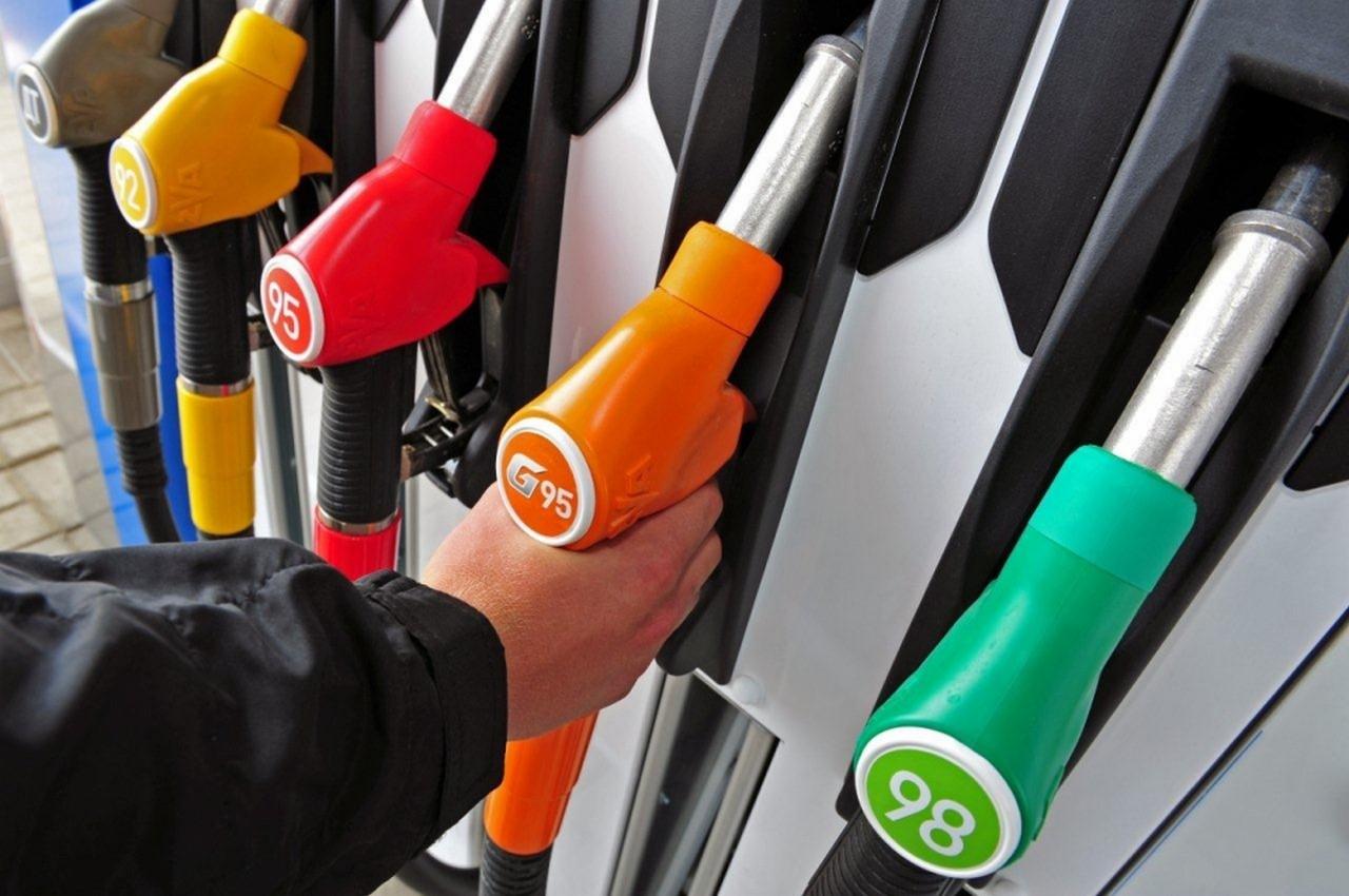 Українські мережі WOG і ОККО знизили ціни на бензин на 50 копійок