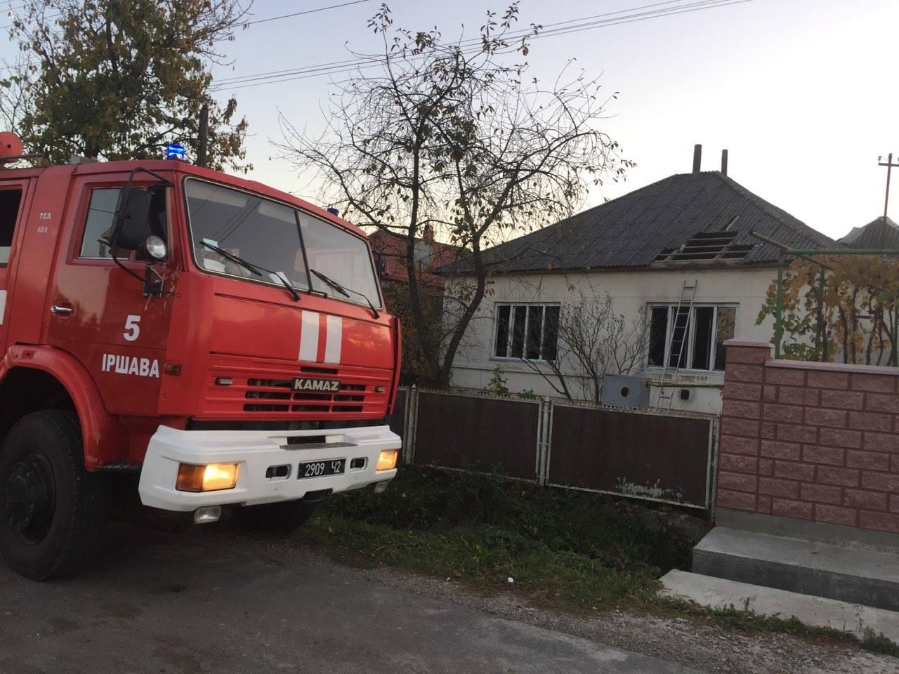 Майже дві години закарпатські рятувальники гасили пожежу, яка спалахнула у будинку в селі Хмільник, що на Іршавщині
