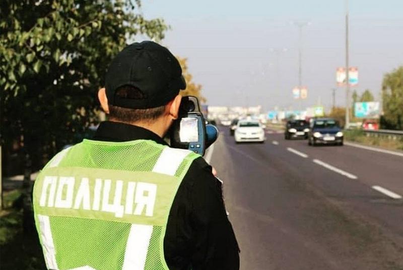За перевищення швидкості на дорогах Закарпаття патрульні сьогодні винесли 30 постанов на водіїв