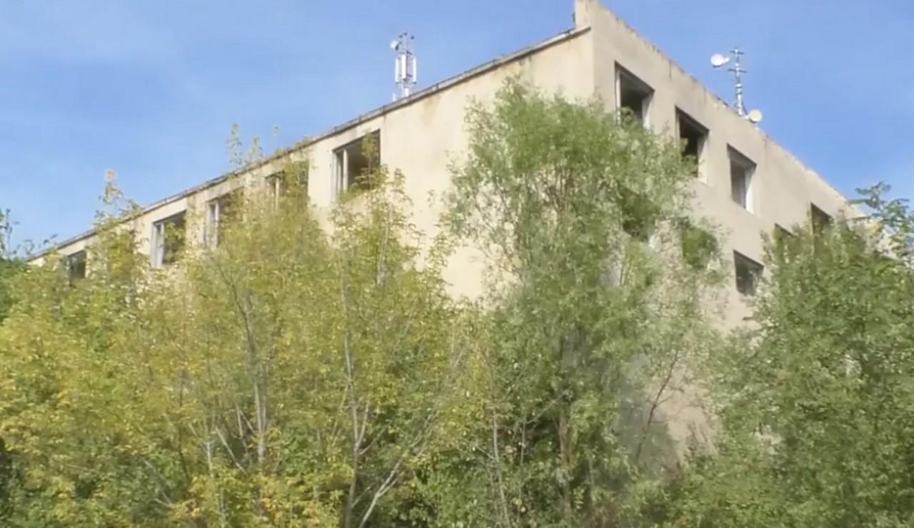 У закинутому аптечному складі в Ужгороді знайшли труп. Ймовірно, чоловік загинув внаслідок падіння з висоти