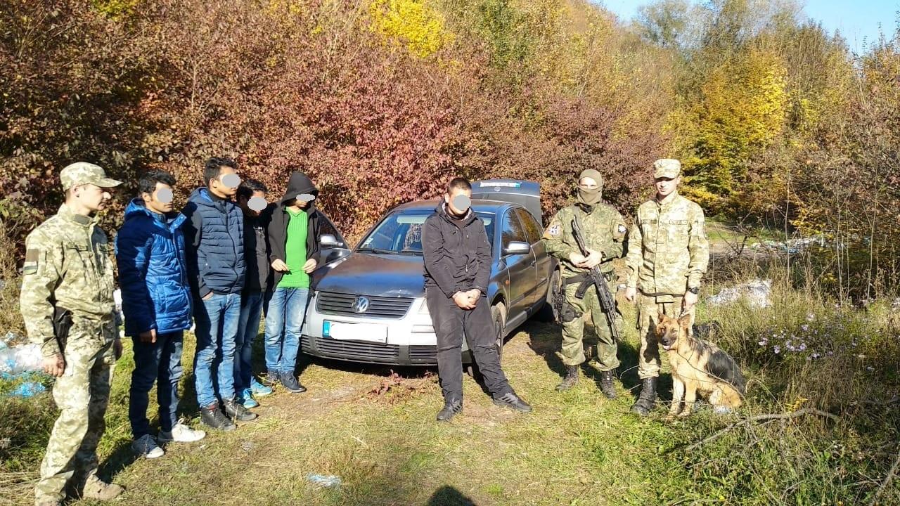 Біля села Княгиня та неподалік населеного пункту Домашин прикордонники затримали дві групи нелегалів та провідника