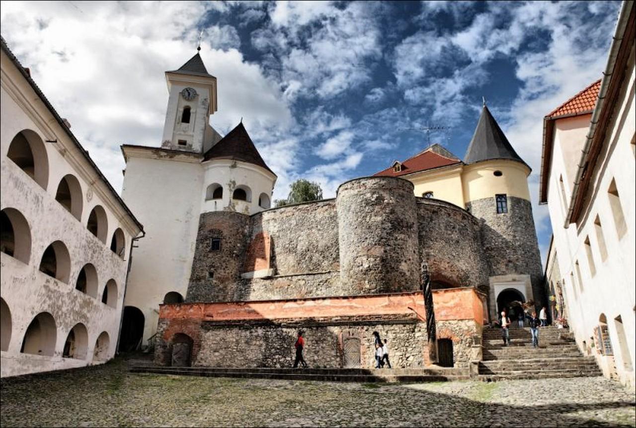 """У замку Паланку, що в Мукачеві, відкриють колекцію старожитностей музею """"Сріберна земля"""" ім. Василя Тегзи"""