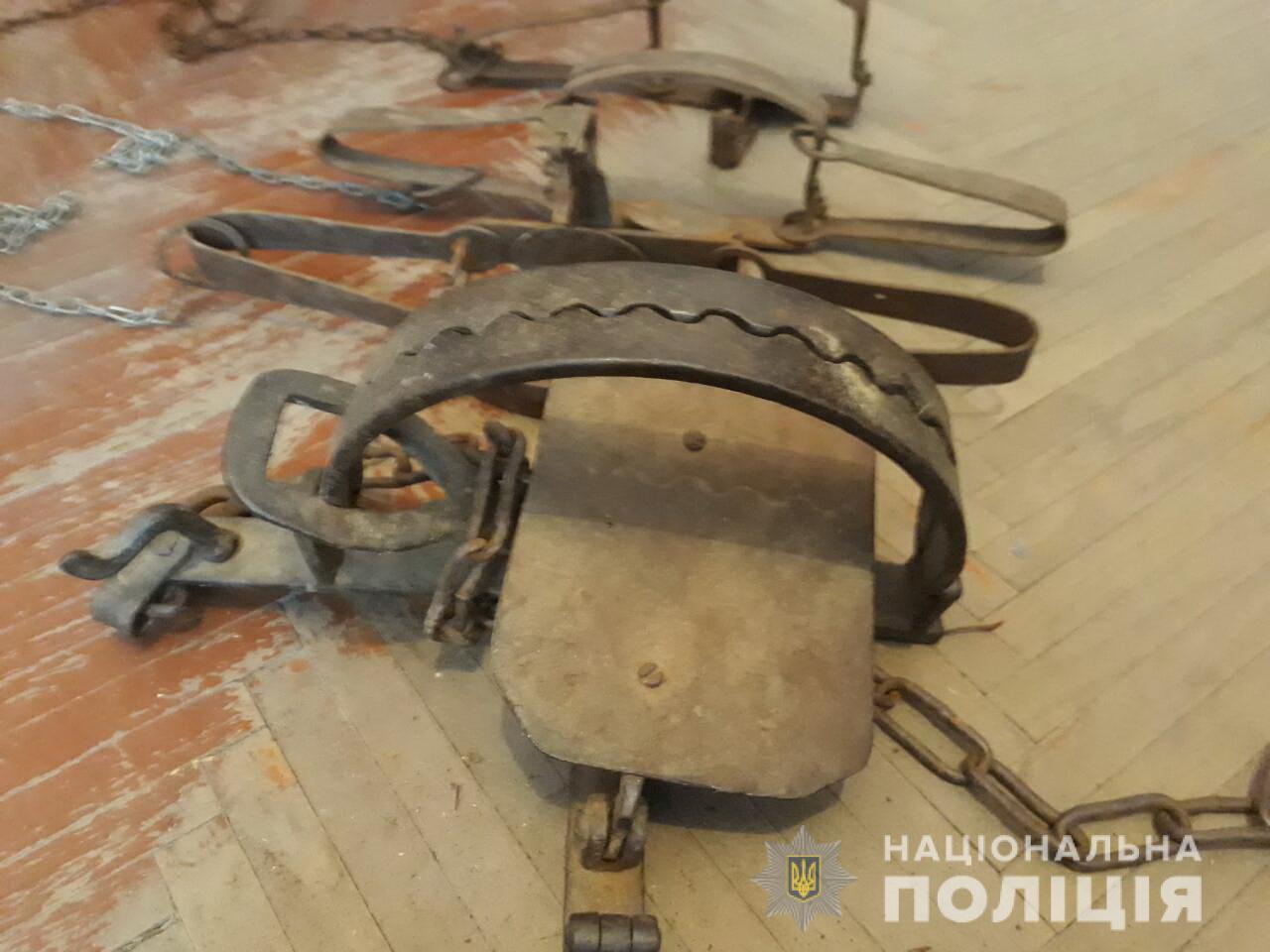 У Воловецькому районі, що на Закарпатті, у 29-річного та 34-річного чоловіків знайшли браконьєрське приладдя