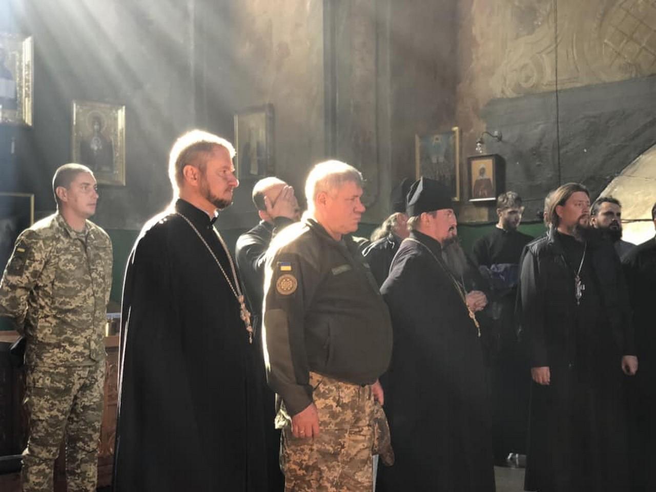 У закарпатське місто Чоп з'їхалися священнослужителі УПЦ зі всієї країни