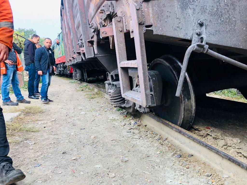 Закарпатські поліцейські вважають, що потяг в Ужгороді зійшов із рейок через погане дорожнє покриття