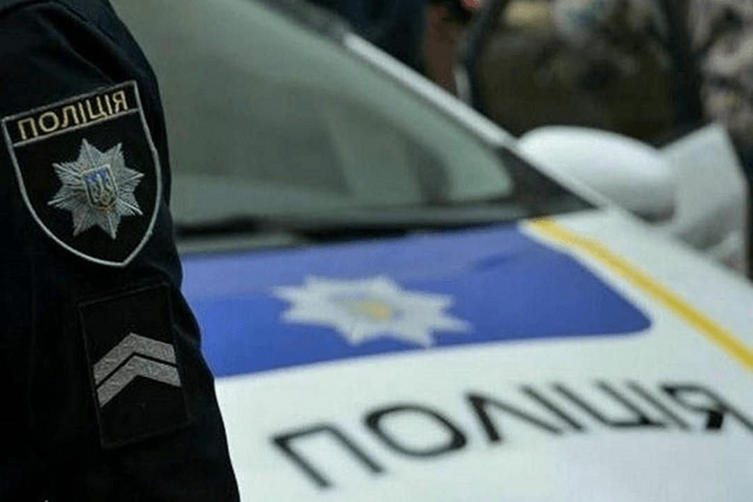 В Ужгороді у кафе чоловік неадекватно поводився. Працівники закладу на вулиці Минайській викликали патрульних