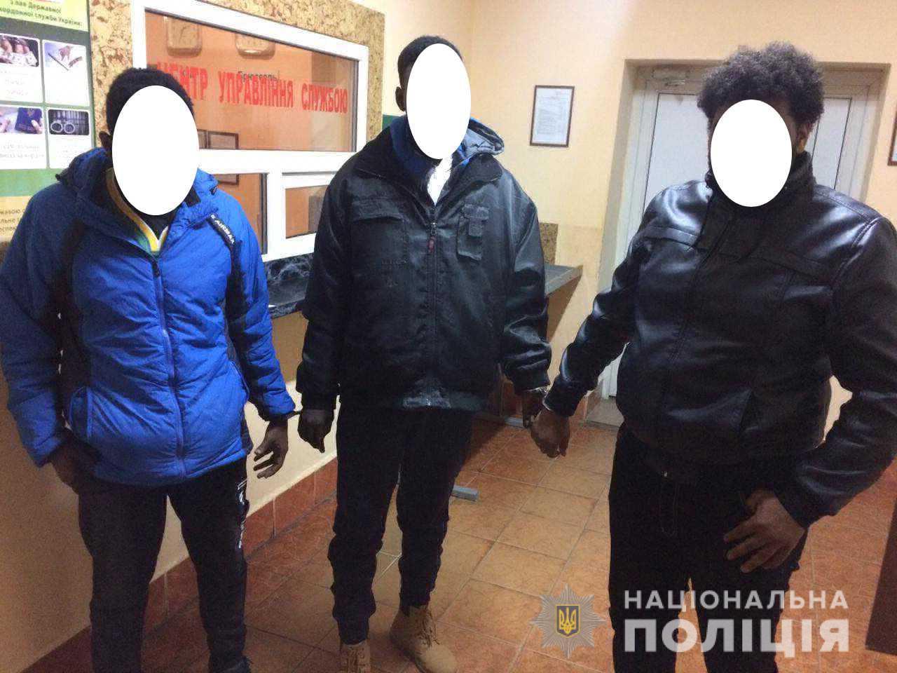 Неподалік угорського кордону на Берегівщині правоохоронці затримали трьох нелегальних мігрантів з Африки
