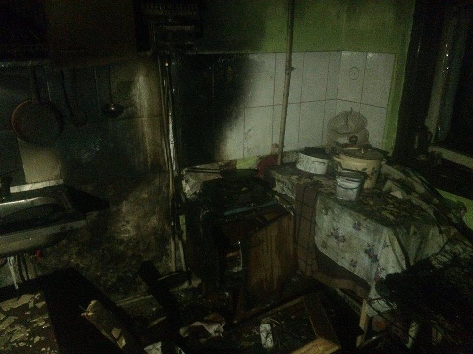 У Виноградові пожежники врятували двох власників помешкання, де сталась пожежа