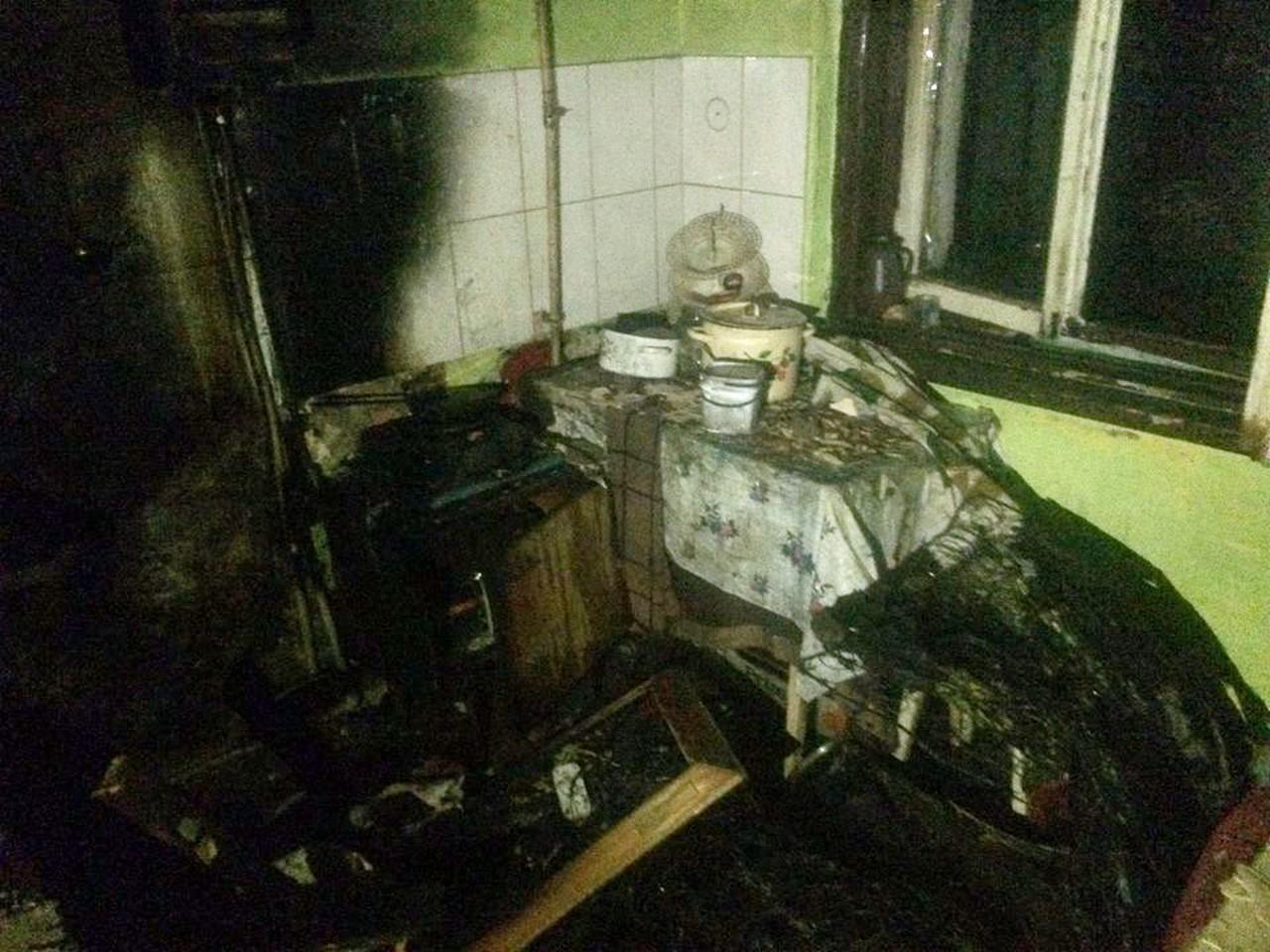 У Виноградові загорівся двоповерховий будинок. Отруїлися продуктами горіння 31-річний чоловік та 86-річна жінка