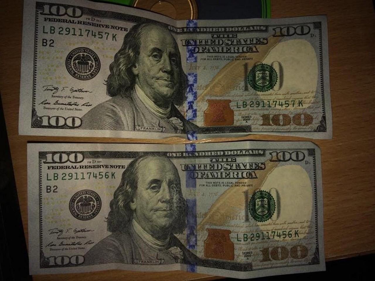 В Ужгороді викрили заступника керівника однієї з філій державного банку при отриманні 200 доларів хабара