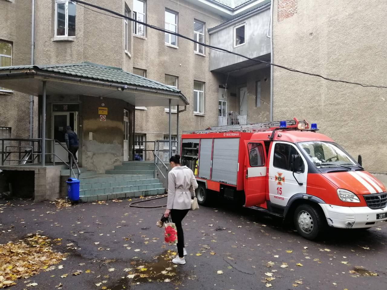 Через аварію на водозаборі Минай рятувальники підвозять воду для потреб установ та населення Ужгорода