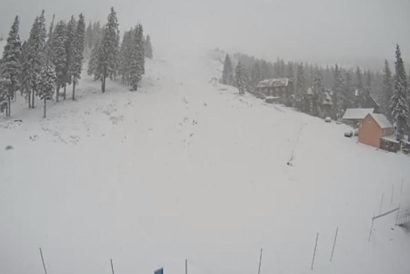 На двох гірськолижних курортах – Драгобраті та Буковелі випав сніг