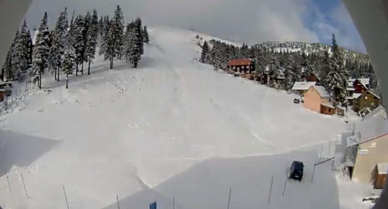 Високогірний гірськолижний курорт Драгобрат, що на Закарпатті, замело снігом посеред жовтня. У соцмережах користувачі діляться відео